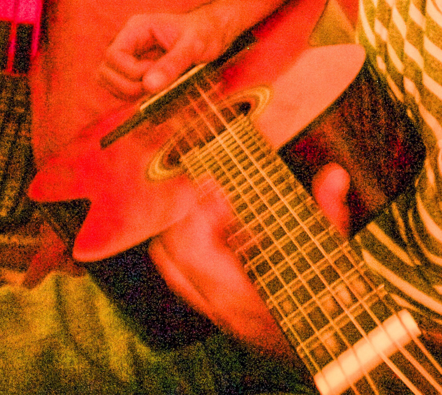 Manjess avec la guitare edited3